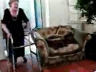 80 Jahre alte Oma wird gefickt