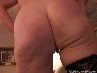 Sexy granny has a sopping pussy