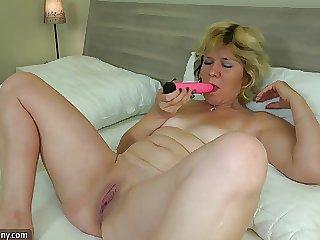 Oma - reife Frau fickt lesbische Madchen - reife Frau - Oma