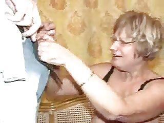 Oma fickt ein Junge