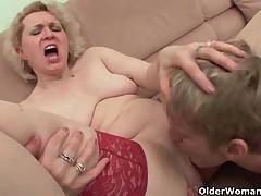 Mom needs a hard fuck and a cumshot