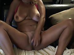 Hot full-grown dildos pussy