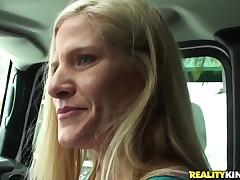Adult blondie sucks throbbing penis in a car