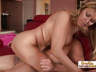 Sexy MILF Has Some Exquisite Blowjob Skills