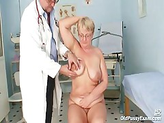 Fat mature Radka gets real speculum third degree by kinky gyno docto