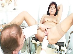 Mature Livie pussy inquiry by horny kinky gyno doctor