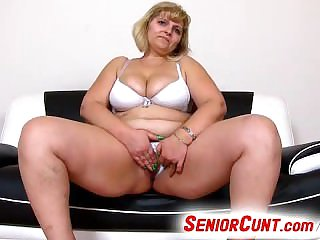 Mature pussy categorization and toying feat. fat mom Anna