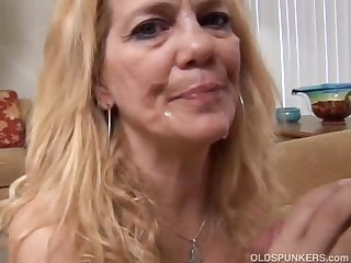 Lovely adult blonde loves approximately be thrilled by