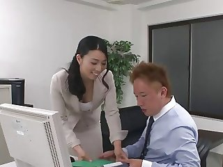 43yr old MILF Tuyako Yoshino gets Creampied (Uncensored)