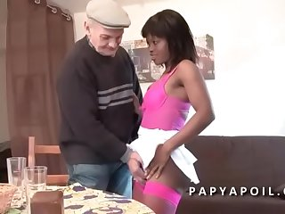 Papy se fait pomper not up to snuff all right une black qui se fait sodomiser dans un plan a 3