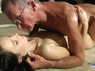 Scalding young girl eagers for ancient cock