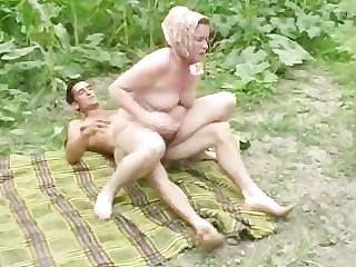 Granny anal alfresco fucking