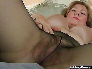 Mom loves the feeling of nylon on high her tickling pussy