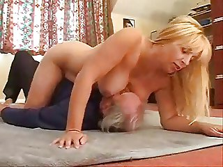 London milf Lucy teases old chap