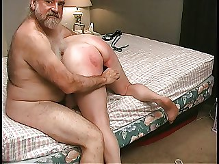 Mature Blonde gets pussy clamped yon bedroom wide of old male comrade