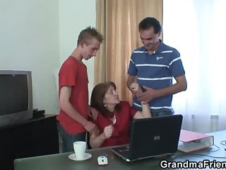Meeting yon the situation ends up threesome fucking