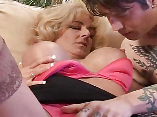 Well-endowed Milf Lexi Carrington & a tatooed person