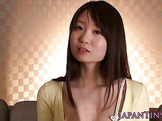 Vest-pocket Yumeno Aika gets pounded overhead vis-�-vis