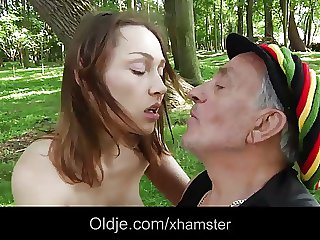 Old hippie man bangs a cutie young girl ing�nue