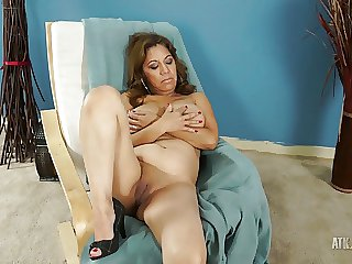 Sexy Grown-up latina spreads her legs by way of the interview