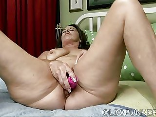 Awesome aged spunker fucks the brush wet wet pussy for you
