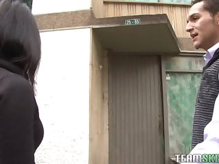 Latina Linda Nieves fucked and facialized in an old abandoned building