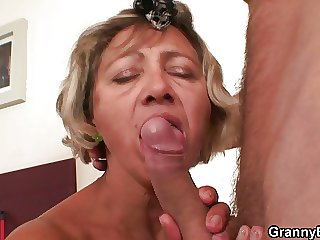 Ayah spreads her old pussy be proper of him