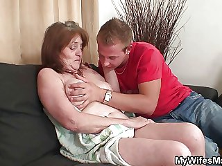 He bangs his mother in operation after shower