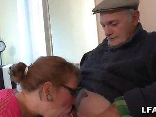 Jeune salope francaise sodomise locket qu elle suce Papy Voyeur