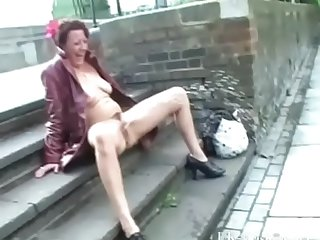 Mature exhibitionist masturbating in the air public and squirting on pavements