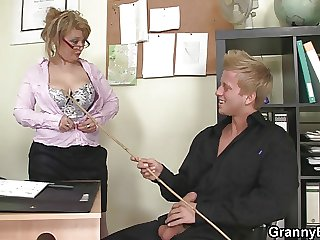 Older call-girl enjoys riding his chunky tribunal