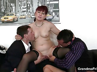 Mature meeting bitch enjoys two cocks