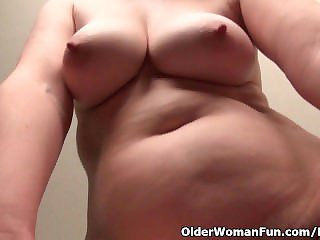 Superannuated secretary Kelli strips off and fingers her gradual pussy