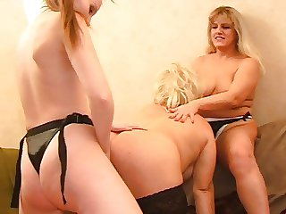 A lesbian threeway 2