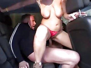 Hitchhiker Hure macht es mit ihren Fahrer