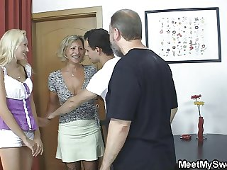 Blonde non-specific involved into 3some with his olds