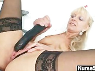 Old comme �a milf stuffing pussy with huge dildo