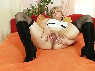Old grandma moans find agreeable crazy when masturbates
