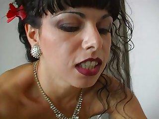 Aloofness Moglie Che Scotta - Sonia Eyes
