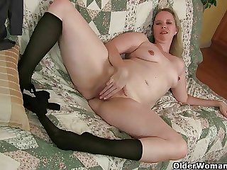 Pantyhose ignite mom's lust for singular sex