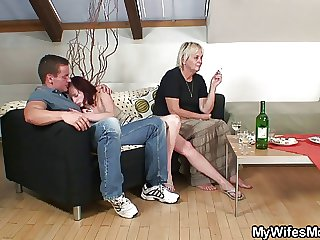 Unsatisfactory oldie spreads legs for son-in-law