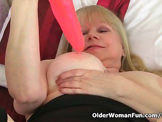 British granny Amanda Degas works her old pussy