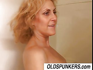 Derogatory old spunker Dana loves the sympathy of cum