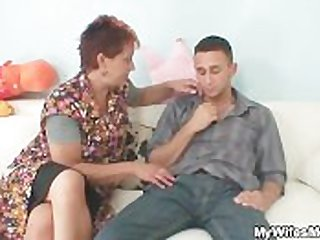 He gets seduced wits his GF's old mom