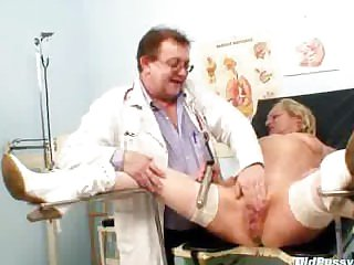 Blond multiple squirting by means of a gyno checkup