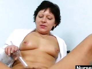 Sexy Milf in nurse unvarying dilation hairy pussy