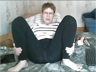Old woman teases in leggings then cums
