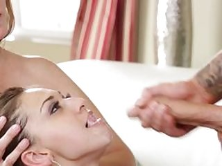 Hot MILF Julia Ann gives an amazing blowjob