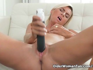 Short-haired milf Lucid pleasures her mature pussy