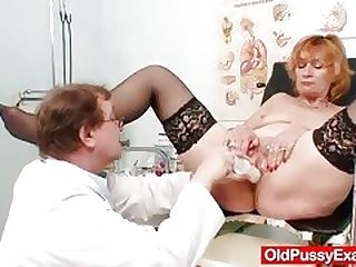 Peppery Head Milf Sucking Cock